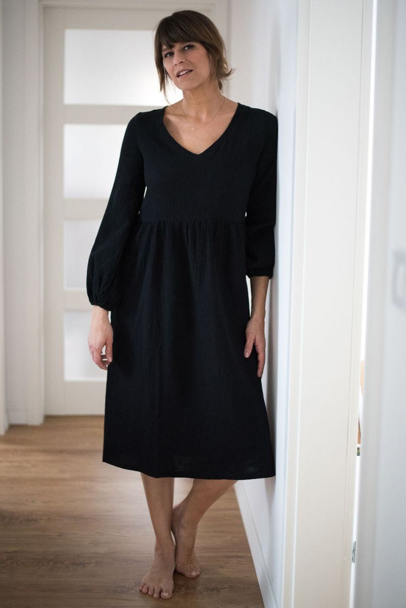 Sukienka midi z baloniastym rękawem z muślinu czarna
