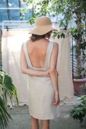 Sukienka lniana z głębokim dekoltem na plecach beżowa