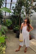 Lniana długa biała sukienka luźna z rozcięciem